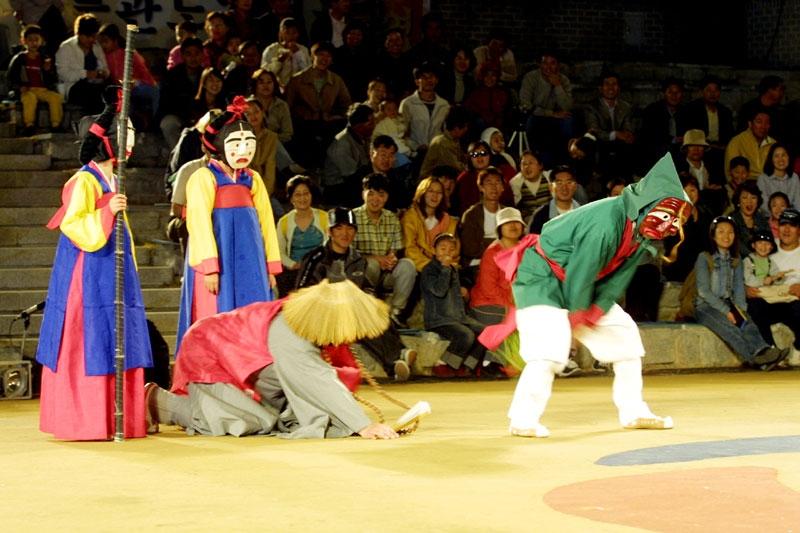 פסטיבל המסיכות של אנדונג - Photo by: www.maskdance.com