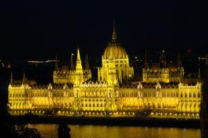 בניין הפרלמנט בבודפסט - צילום באדיבות: © CarniFest Online
