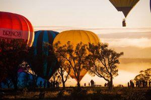 מופע כדורים ורחים בקנברה - צילום: balloonspectacular.com.au
