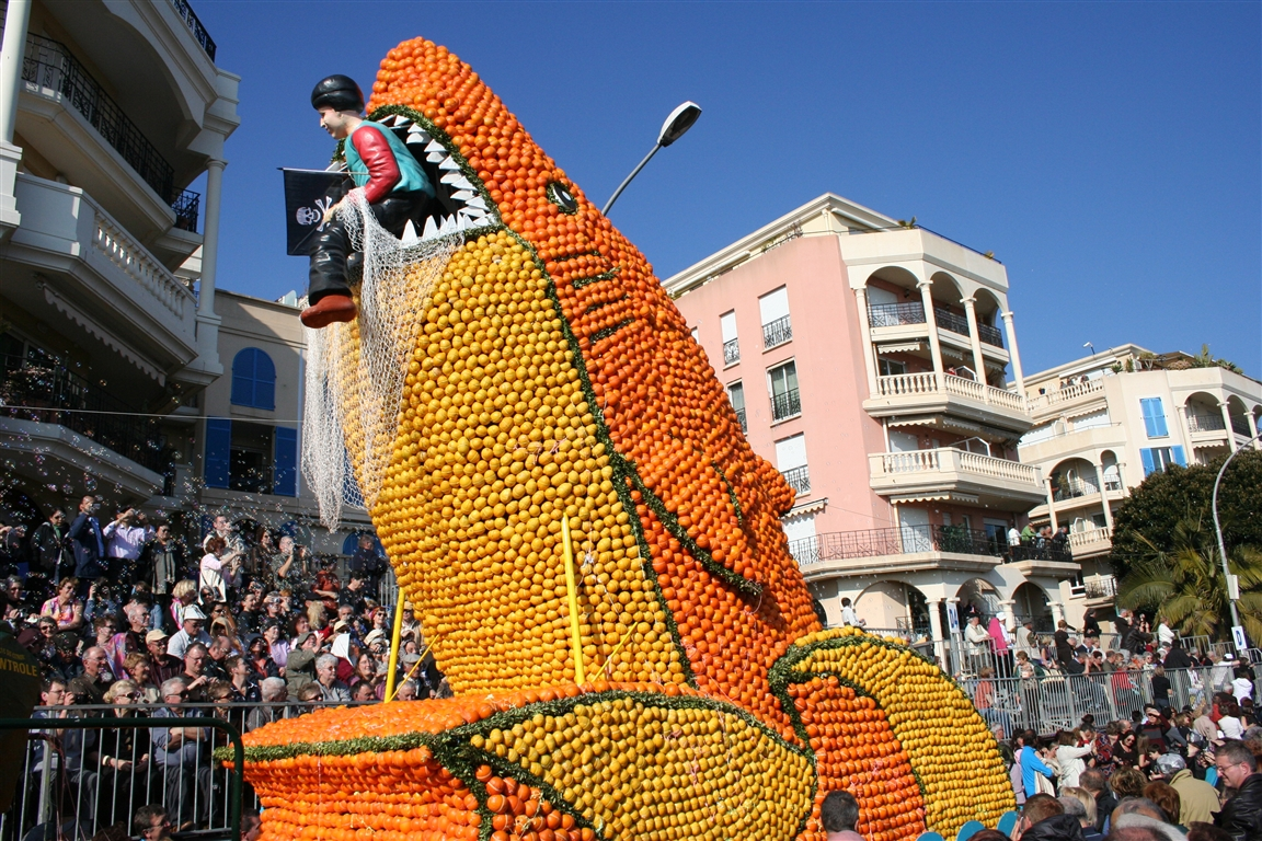 פסטיבל הלימון בעיר מנטון, צרפת - צילום: באדיבות לשכת התיירות של מנטון  www.tourisme-menton.fr