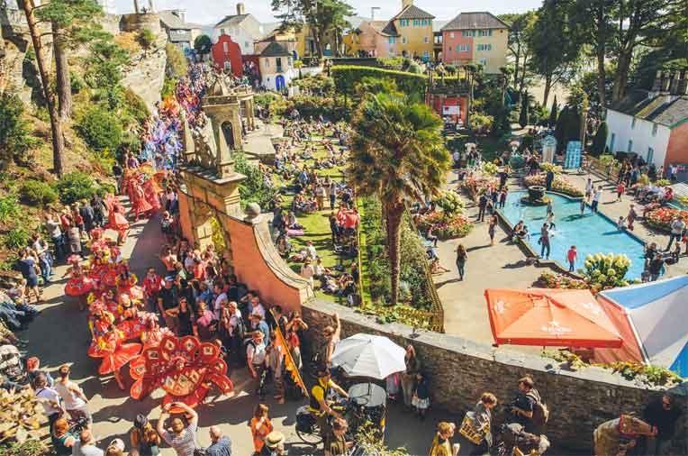 פסטיבל מספר שש - צילום באדיבות Matthew Cooper / Carousel PR