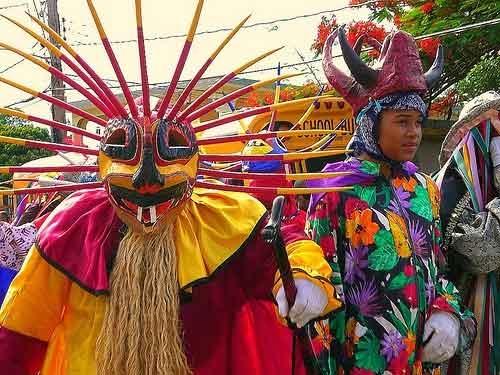 """פסטיבל שליח הנצרות סנט ג'ימס בעיר לואיסה  - צילום: """"Repeatingi Ilandshttp"""",  repeatingislands.com"""