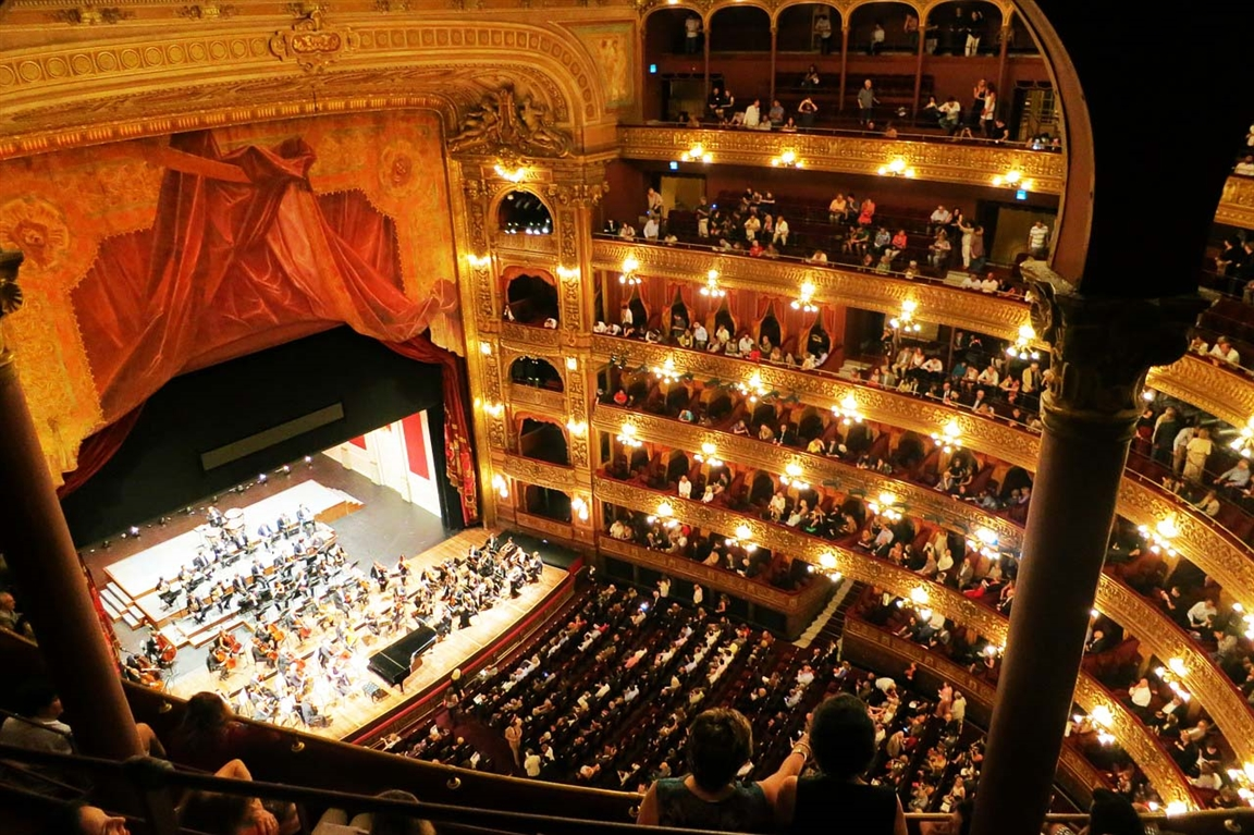 אולם קונצרטים ואופרה - צילום:  TravelCoffeeBook /  pixabay.com