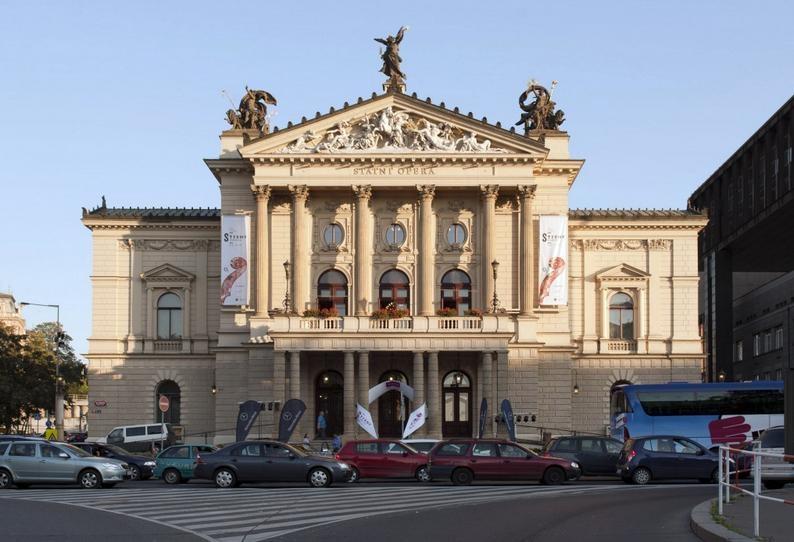 בניין האופרה הלאומית בפראג - צילום: www.strunypodzimu.cz