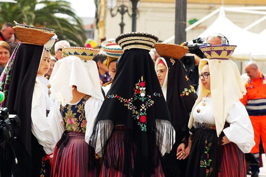 הפסטיבל של העיר סאסארי בסרדיניה - צילום:  www.lacavalcatasarda.com