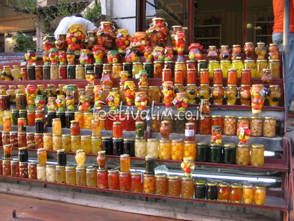 פירות מסוכרים מסורתיים בכפר מקרניצה - צילום באדיבות: © CarniFest Online